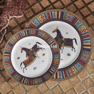 السيراميك أدوات المائدة العظام الصين الغربية أواني الخزف لوحات شريحة ذات أطر ذهبية فنجان القهوة والصحن 4 قطع هدية مجموعة مهرجان