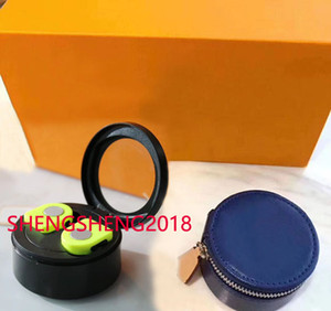 2020 new top designer bucket bag fashion men's and women's zipper messenger bag second generation Bluetooth headset instrument bag