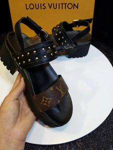 Femmes DesignerSandals Diapo été DesignerShoes Chaussures de plage dames Slipper Flip Flop Box 2021602Q