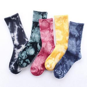 AprilGrass Marka Tasarımcı Erkek Unisex Yenilikçi Renkli Tie-boyama Kaykay Pamuk Harajuku Hiphop Çorap Sox Etnik Çift Uzun Çorap Meias