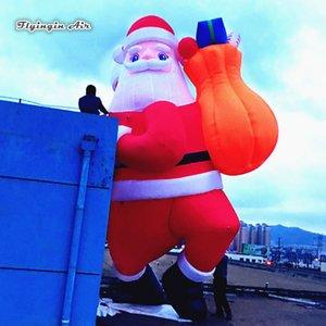 5 м высота наружного освещения надувной Санта-Клаус, несущий мешок подарка восхождение здание для украшения Сочельника