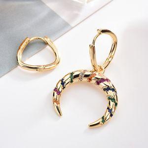 Moda asimétrica pendientes rayado colorido del color oro curvo Luna Micro-incrustaciones pendientes de circón para la Mujer