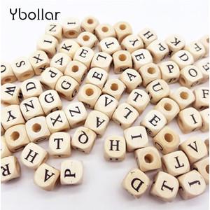 100 pz / lotto Mix Alfabeto Lettera / Numero Perline Perline boscose 10mm Quadrato Per Nome creativo Creazione di gioielli Collana Distanziatore in rilievo