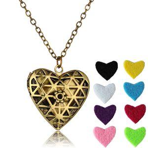 Vintage collana di diffusore di olio essenziale aromaterapia Hollow Croce Love Heart Photo Locket Pendant Collane Gioielli da donna