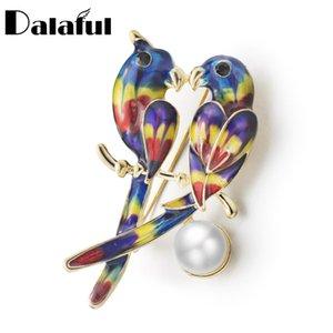 Niza doble pájaro loro broches colorido esmalte perla simulada broche para las mujeres bodas animales joyería del banquete Z062
