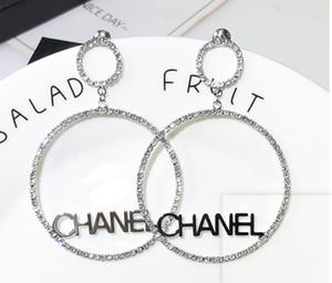 2019 Yeni Tasarımcı Tam Rhinestone Mektubu Küpe Kadınlar Için moda Saplama Küpe Takı Hediyeler kutuları ile Altın ve gümüş