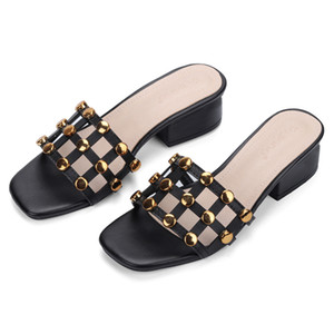 Genuina de cuero de vaca Los remaches sandalias de las mujeres del verano Square Zapatos mujer tacones altos sandalias del gladiador de la playa para señoras zapatillas