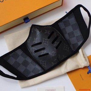 2020 calientes tienen con el embalaje Máscara Caja fresca de la moda de París Mostrar Mascarillas Diseñador máscaras anti-polvo de tela y cuero máscara de impresión diaria