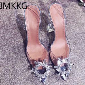 Cristallo trasparente scarpe in PVC 2019 dei pattini del tallone di estate di nuovo a punta dispari Stiletto signore Sun decorazioni selvaggio Fata ggxSa