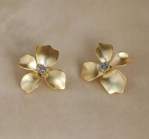 Parti Ücretsiz Nakliye için S925 Gümüş İğne Bakır Retro saplama Küpe Tatlı Kız Moda Tasarımcısı Çiçek Küpe Takı