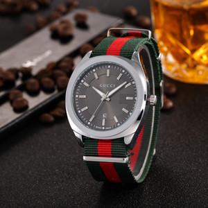 Venta de la manera del análogo de cuarzo del reloj del hombre relojes del reloj de moda las mujeres aumentó de oro de cuero pulsera de reloj Marca femalek envío libre