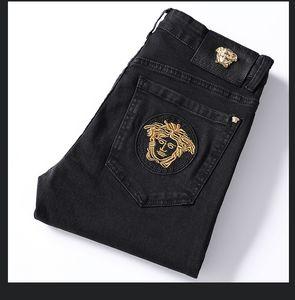 2020 Sıcak Satış Marka Erkek Tasarımcı Yamalar Ripped Dar Kesim kot erkek düz İş Ünlü klasik kot Casual Pantolon 8927 nakış