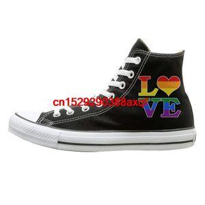 Tuval Ayakkabı Gay Aşk Gökkuşağı Kalp GayLesbian Pride Moda Yüksek Üst Dantel Ups Sneaker İçin Erkek Kadın