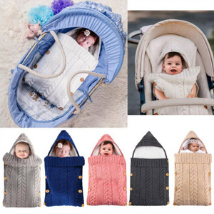 Sacs de couchage pour bébé tricotée enfant en bas âge Swaddle Wrap peluche Doublé bébé poussette Gigoteuse nouveau-né Footmuff Accessoires poussette 8 couleurs D6332
