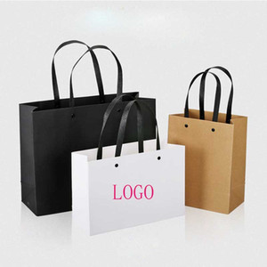 크래프트 종이 검정, 흰색 쇼핑 선물 가방 비즈니스 결혼식 포장 종이 가방 로고를 22x17 25x32 30x42cm을 사용자 정의 할 수 있습니다