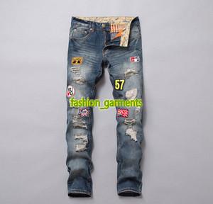 2019 NUEVA alta calidad Jeans para hombre bordado de la insignia del agujero de tendencia para hombre Pantalones rectos de los pantalones vaqueros para hombre de mallas azules Pantalones