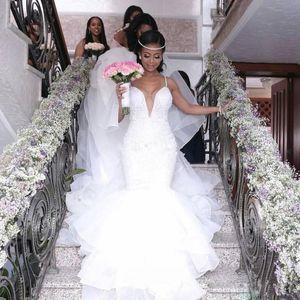 Venda quente Spaghetti Strap camada de fundo Vestidos de noiva de renda apliques pérolas África casamento vestido de noiva longa capela feita sob encomenda vestido nupcial