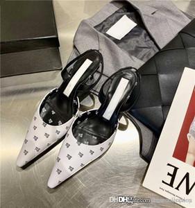 La última obra clásica para mujer primavera y verano las sandalias puntiagudas monograma con cuero mediados de talón de la sandalia del talón de altura 6 cm, Embalaje Matching