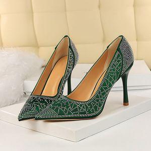 2020 donne 9.5cm Tacchi alti cristallo Glitter Pumps Sexy Lady Matrimonio Verde Borgogna Tacchi Femminile scarpins raso Valentine Shoes