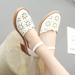 Sandals female 2019 summer Korean version of the new wild with a word buckle round head hollow breathable women's shoes ooerg