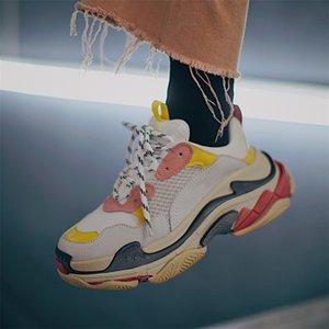 Hot!! 2020 Fashion Balèncìaga 17FW Triple-S Sneaker Triple S Casual Dad Shoes for Men's Women White Black Retro Sports Designers Shoes