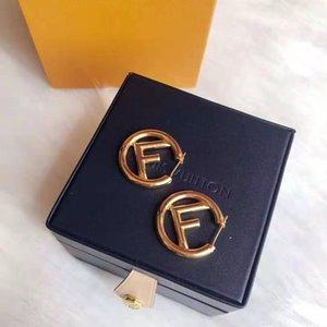 venta caliente galvanoplastia gruesas letras de oro de la moda pendientes de diseño de lujo de las mujeres pendientes de la joyería del diseñador
