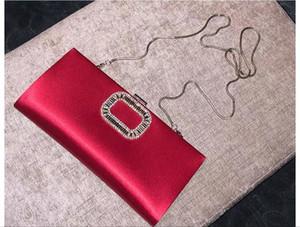 RV 001 de seda de gama alta y una bolsa de ropa de noche del partido de la alta sociedad de satén en la mano mano con diamantes incrustados bolsa de dama de novia de color rojo
