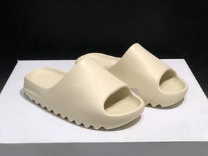 2020 Kanye West Black Earth Brown óssea Homens sapatos Foam Runner Racer Praia sandálias 450S sapatos Trainers Mulheres de esqueleto novas sandálias 36-45