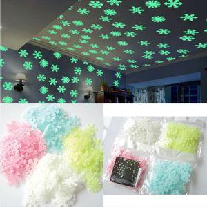 50Pcs 3D Christmas Snowflake Glow In The Dark Luminous Navidad etiqueta de la pared Decoración