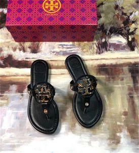 Fashion 2020 Designer Genuine Leather Sandals Beach esterna Flip-Flop pantofole tacco piano casuale Scarpe Mocassini Lany donne SZ 35-42 C33