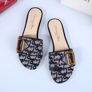 Des femmes des hommes DesignerLuxury Sandales BrandSandals Diapo Chaussures d'été Mode Chaussures de plage Chaussures noires Slipper Flip Flop Box 2021611Q