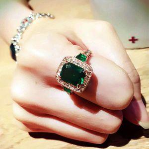 Clásico del rectángulo genuino de la manera de lujo Austria de la piedra verde Anillo Cuadrado Rojo Cz 4 diente vendimia de las mujeres T190629 joyería