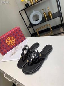 nuevos eslabones de la cadena Bullpuncher de primavera de lujo biestables con elementos clásicos solos para cuero zapatillas diseñador chanclas