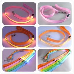 120cm LED Glow Köpek Leash Naylon Köpek Harness Tasmalar Pet Köpek Eğitim sapanlar Köpekler Kurşun Halat Tasmalar Araç Emniyet Emniyet Kemeri Pet Kaynağı VT0860