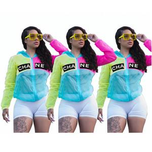 Senhoras Mulheres Brasão Designer Sunscreen Jacket Patchwork Sun Proteção Jackets Tops com capuz fina Marca Windbreaker Streetwear S-XL C71505