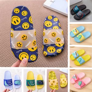 2020 Mens Womens Children Smile Face slippers Roomy Summer Slides Comfort Water Shoes PVC Lightweight Beach Slippers Non-slip Sandals