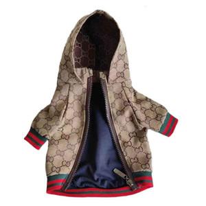 Bahar Retro Harf Pet ceketler Klasik Nakış Desen Pet Coats Açık Kişilik Charm Oyuncak Schnauzer Giyim