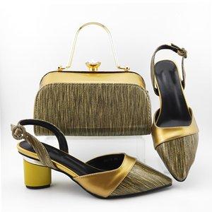 красивые золотые женские туфли-лодочки с сумочкой african dress shoes match bag set MD018, каблук 7 см