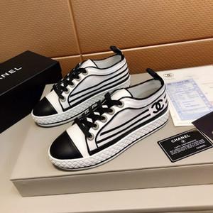 الكلاسيكية الصغيرة الأحذية البيضاء سلسلة عارضة أزياء نسائية نماذج انفجار أحذية جو بسيط ، والعلامة التجارية أزياء أنيقة عارضة الأحذية
