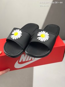 2020 New Arrivals Mens Womens Summer Sandals Beach Slide Casual Slippers Ladies Comfort Shoes Print Leather Flowers Bee 36-44