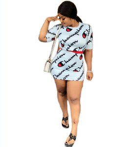 Classico da donna a due pezzi con lettera stampata crop top e mini gonna estate o-collo manica corta aderente party wear 2 pezzi abiti da sera