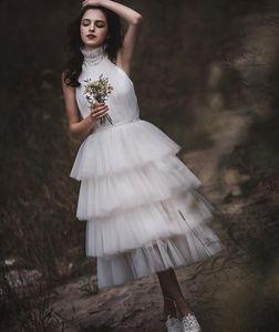 Modern A linha de chá comprimento vestidos de noiva curto Halter Ruched Tiers Tulle Outdoor Informal vestidos de noiva País rústico casamento Vestidos Curto