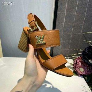 el más nuevo con la caja L nuevo diseño mujeres tachuelas de cuero real tacones altos sandalia 2 colores35-41 zapatillas deslizar sandalias unisex playa al aire libre chanclas