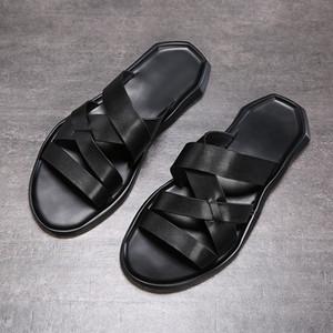 sandalia de los zapatos de cuero capa superior de playa 2020 nueva del verano de los hombres del fasion casuales transpirable antideslizante suela blanda de la sandalia de los hombres