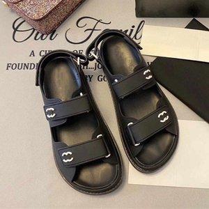 Modelos de explosión de primavera y verano de las sandalias de velcro femeninos zapatos de diseño alfabeto de lujo zapatos planos del zurriago de las antigüedades clásicas