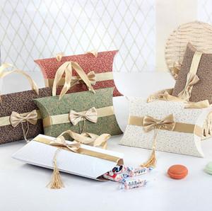 Forma Cuscino Candy Box con bowknot nappa di caramella favore di cerimonia nuziale Box con Bowknot Handle fai da te Eleganza Wedding Pillow Shape Gift Box Package