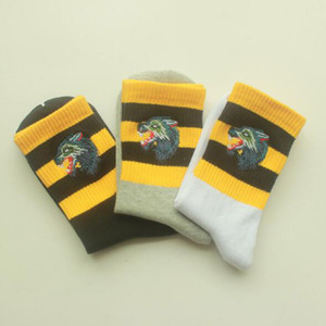 1 par = 2 piezas de algodón para hombre de las mujeres y los calcetines de la manera Lobo Hombre Largo femenina del deporte del calcetín Sudor caliente informal para adultos Calcetines regalo