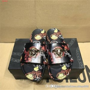 Mens classic fashion printed slippers metal head decoration light flat beach casual slippers Original exquisite packaging