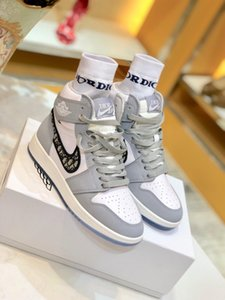 New 1 high OG basketball shoes 1s Royal black Toe pine green black court purple white UNC Patent men women stylist sneakers trainers