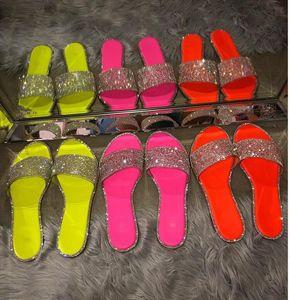 2020 Bling Mulher Verão Rhinestone Chinelos bonitas sandálias sandálias elegantes Sexy Chinelos de dedo aberto ao ar livre